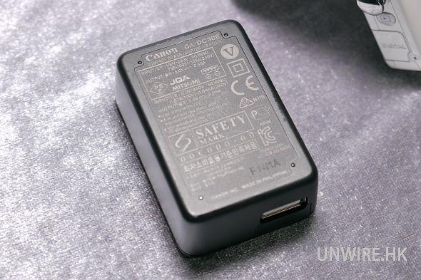 使用一個 5v 0.5A 輸出的火牛,其實各位直接使用 用 手機的 USB 充電器或外置充電池便可