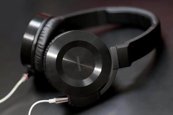 採用 Onkyo ES-HF300 作為鑑聽用耳筒。