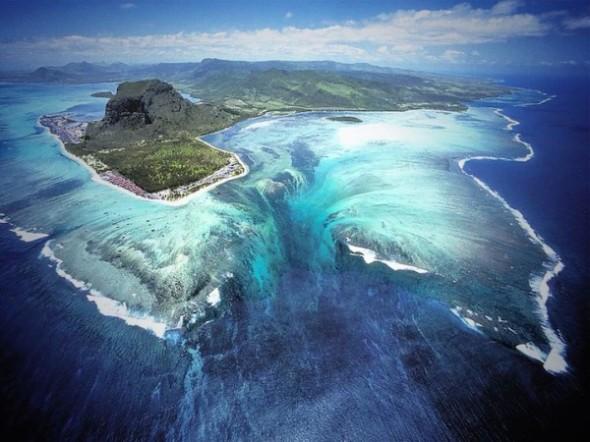 衛星拍到的超逼真巨型海底瀑布1-600x450