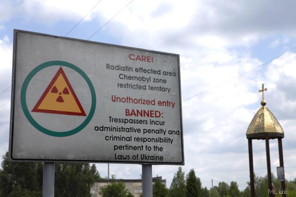 進入切爾諾貝爾30公里管制區前的警告牌。
