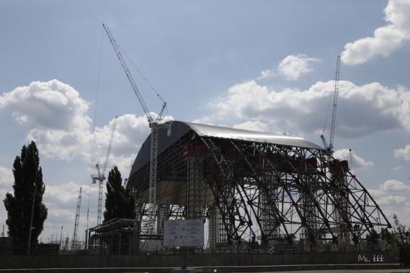 將於2013年完工的新石棺,現時在第四號反應堆上面的石棺已經嚴重損毀,有機會隨時出現倒塌。