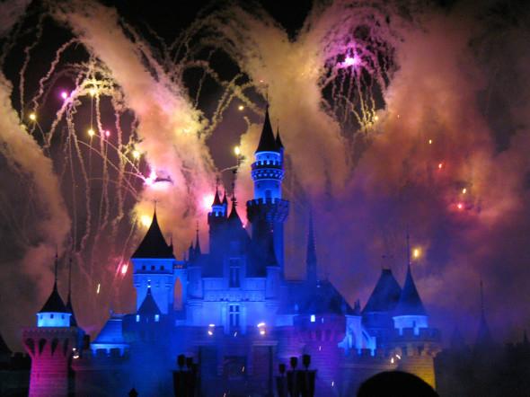 Hong_Kong_Disneyland_by_Denn