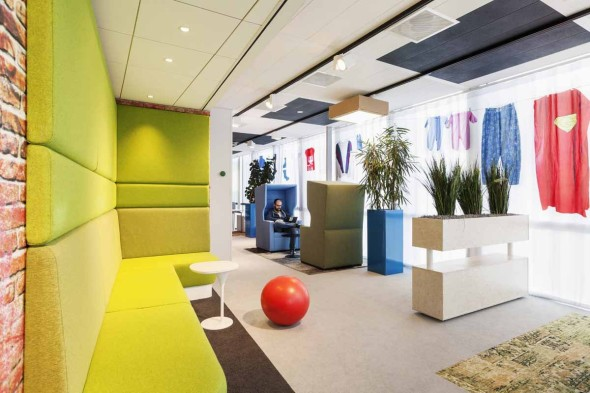 there-are-lots-of-spots-for-googlers-to-get-comfortable-and-get-some-work-done