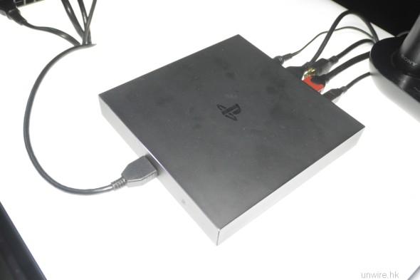 用來接駁眼罩的處理器,有 HDMI out 可把鏡內影像分享到電視上