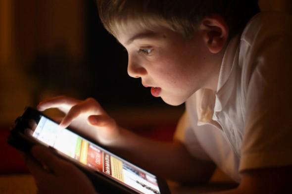 乜班物班都補唔番! 小朋友用電子產品的 10 種驚人傷害