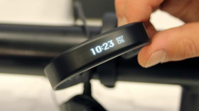 體積細功能多!Garmin 推出全新智能手帶 Vivosmart