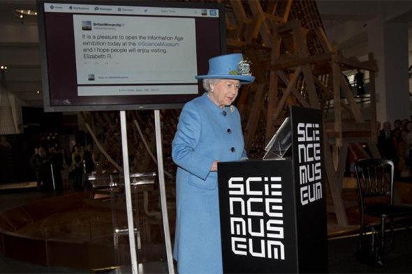 queentweet.0.0_standard_800.0