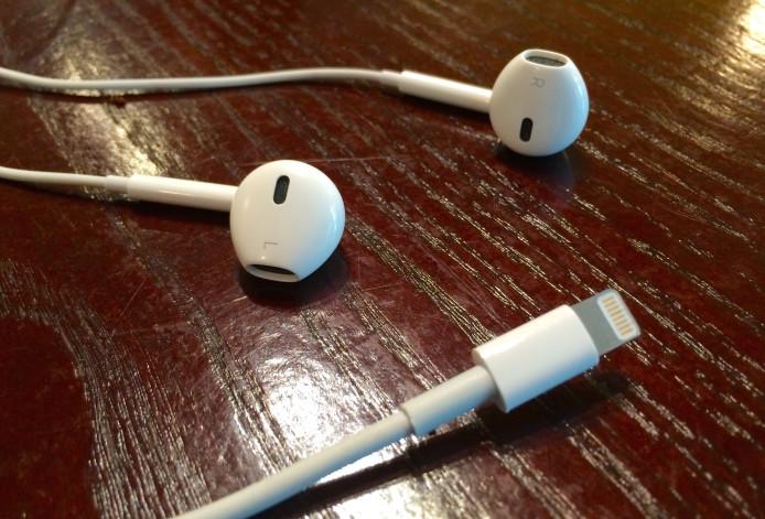 Lightning-Headphones-Apple-iOS-8