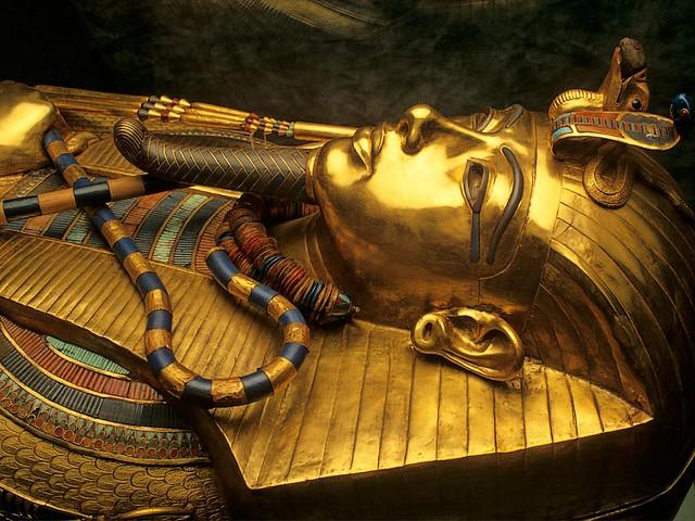 tutankhamuns-gold-coffin-2