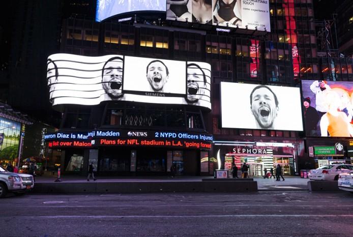 sebastian-errazuriz-yawning-new-york-times-square-designboom-03