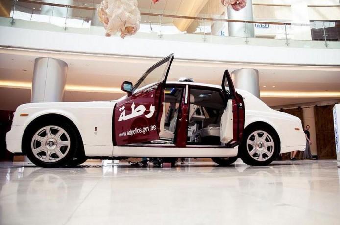杜拜警方再度任性 BMW i8 被集郵成新警車