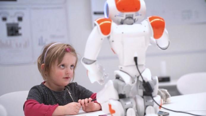 3043445-slide-s-4-this-little-classroom-robot-helps-kids