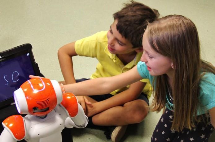 3043445-slide-s-8-this-little-classroom-robot-helps-kids