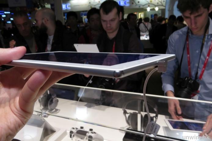 Z4 Tablet 真係好輕,厚度亦只有 6.1mm,以 10 吋平板來講好少有。