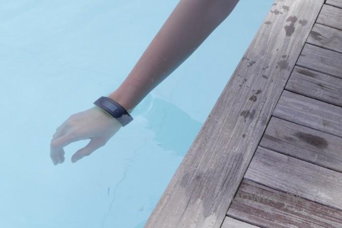 支援 IP57 防水設計,就算係泳池游水用都得,但如果去海灘游水用就唔建議了,因為海水可能會導致機件故障的。