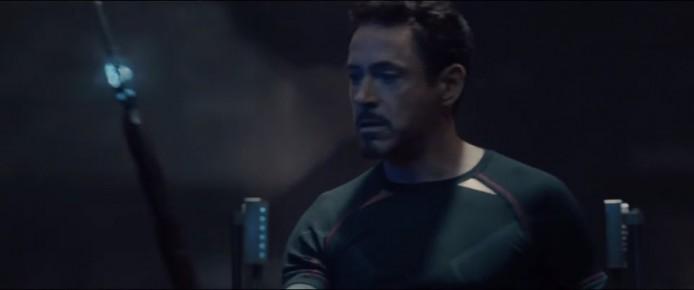 Tony 手持雷神細佬 Loki 的控制心靈 /思想權杖,在上集復仇者聯盟就出現過了。