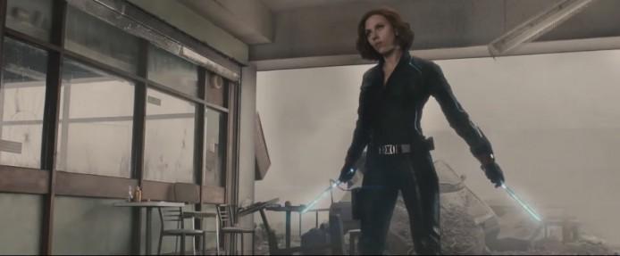當鷹眼武器都可以「升呢」又點會少得黑寡婦呢,黑寡婦今集就終於有武器可用 -電擊棒。