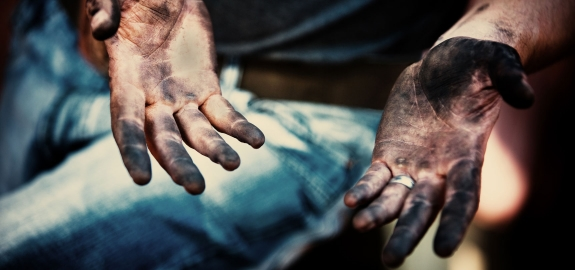 dirty-hands-1725x810-21760