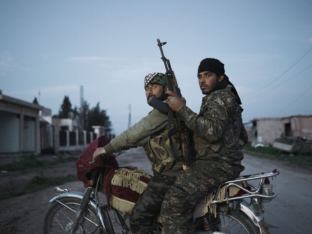 Tel-Hamis-Patrol-YPG-Peoples-Protection-Units-Motorcycle-Syria-Guerrilla_Fighters_of_Kurdistan_Joey_L_Photographer_037