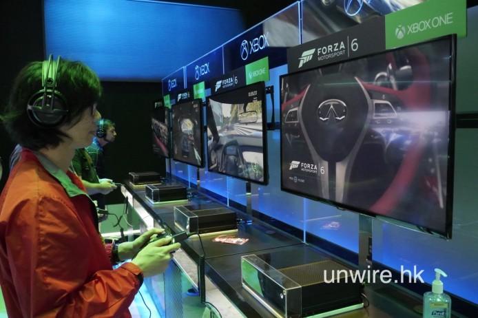 使用新的 Elite 手掣雖然不及軚盤好玩,但比原廠的標準手製有更精細的操控