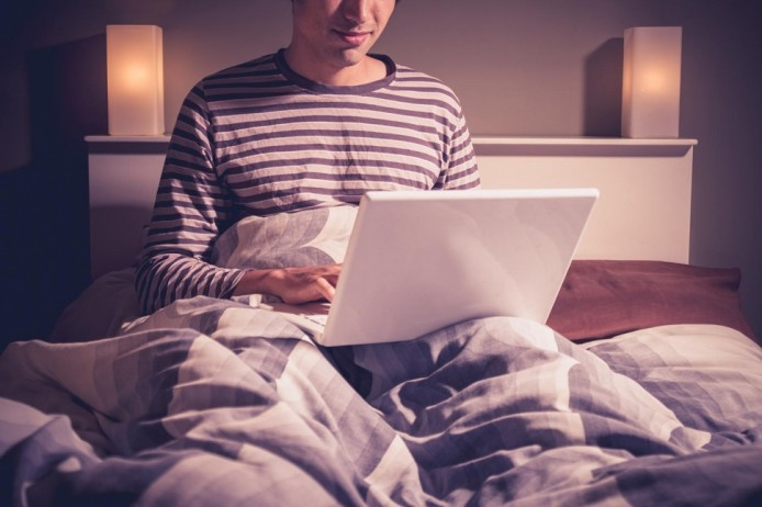 what-happens-if-you-use-your-laptop-in-bed-we-tested-970x0