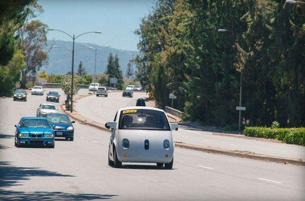 Google 無人駕駛汽車早前已於加州公路上進行測試