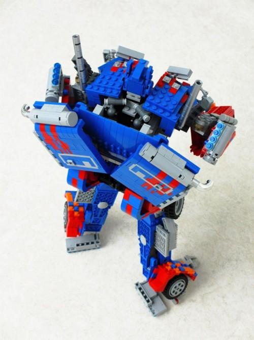 可變形!海外高手自製 LEGO 柯柏文