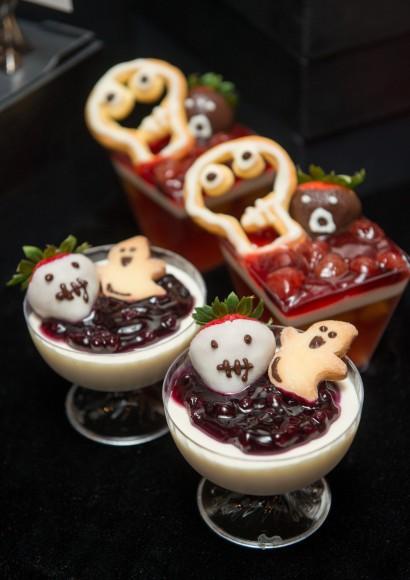 Disney Haunted Halloween F&B_A Bucket of Halloween & Happy Ghost World