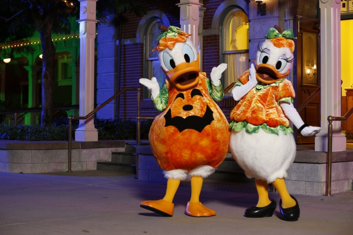 Disney Haunted Halloween_Characters Meet and Greet_Donald and Daisy