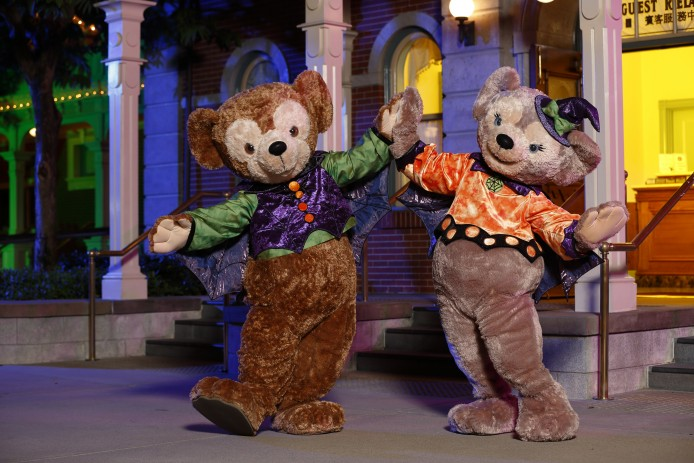 Disney Haunted Halloween_Characters Meet and Greet_Duffy the Disney Bear and ShelliMay