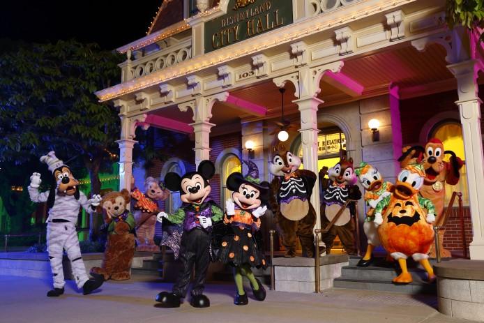 Disney Haunted Halloween_Characters Meet and Greet_Group Photo