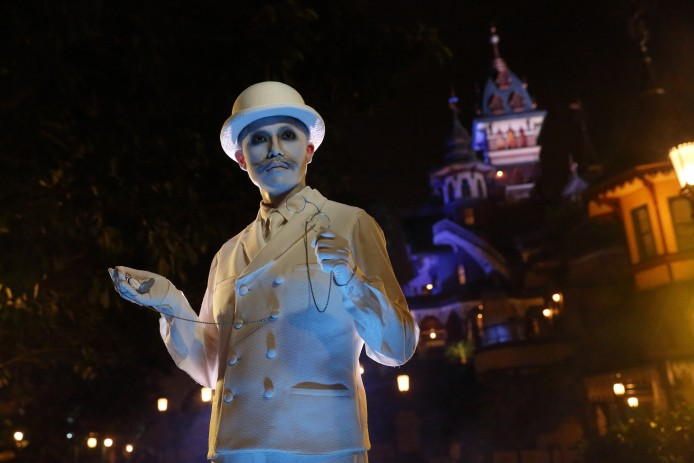 Disney Haunted Halloween_Mystic Point_Time Keeper_1