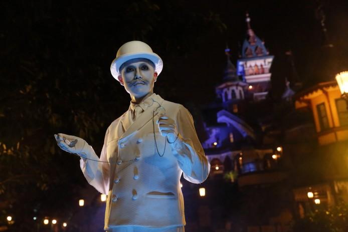 Disney Haunted Halloween_Mystic Point_Time Keeper_1