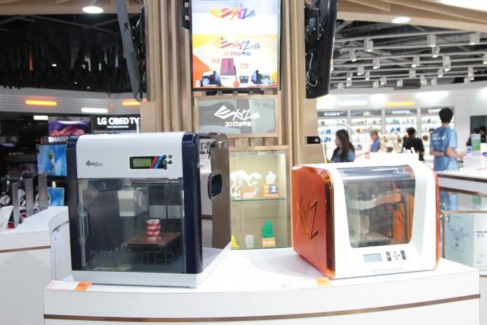 當下展示的包括支援 4K 拍攝之 DJI 航拍機 Phantom 3 Professional、XYZ Printing 3D 打印機 da Vinci Jr. 1.0 及 da Vinci 2.0A Duo。
