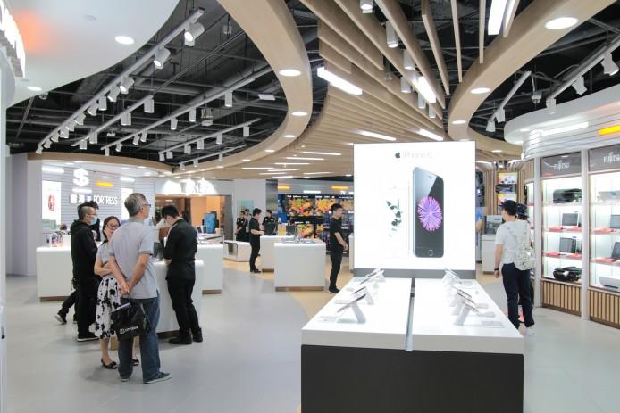 Apple iPhone 6s 及 6s Plus 已經發布,可以預期在不久將來,這個 Apple 陳列展覽台將會擺滿新機任玩任試。