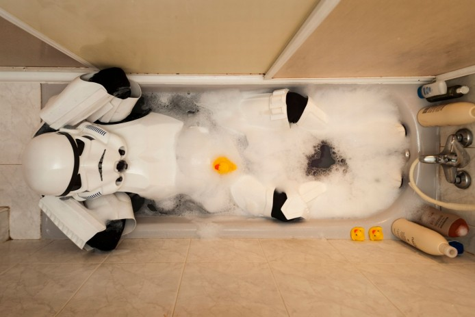 PAY-A-Stormtrooper-taking-a-bath-with-his-rubber-ducks