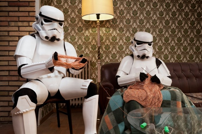 PAY-Two-Stormtroopers-enjoy-some-knitting