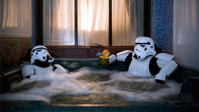 PAY-Two-Stormtroopers-relax-in-a-hot-tub