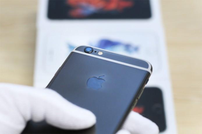 black-gold-iphone-6s-3