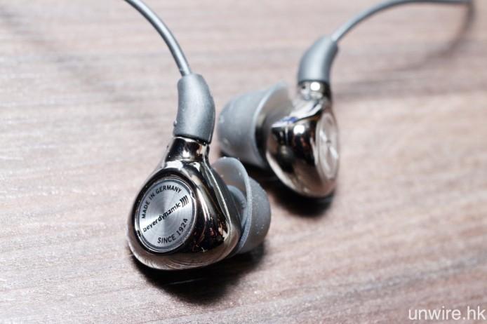 既然是聯乘作品,一邊耳機印上 Beyerdynamic