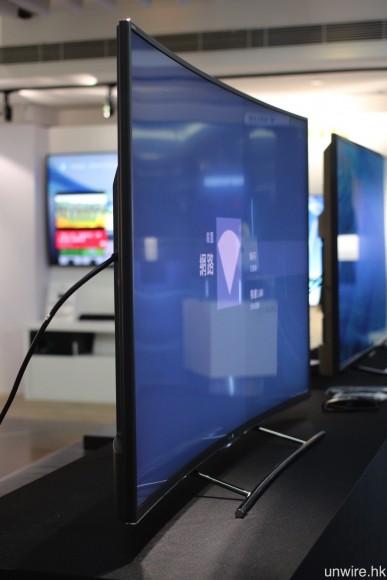 對比韓系品牌的弧形電視,艾域覺得 S8500C 的弧度不會太誇。