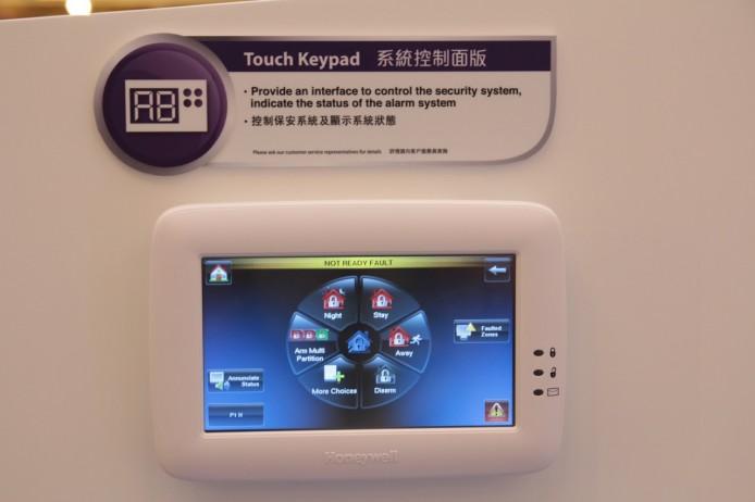 所有保安系統裝置及模式,均可在系統控制面板上進行設定。