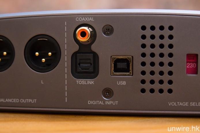 輸入端子全部為數碼格式,包括 USB Type-B、同軸及光纖。