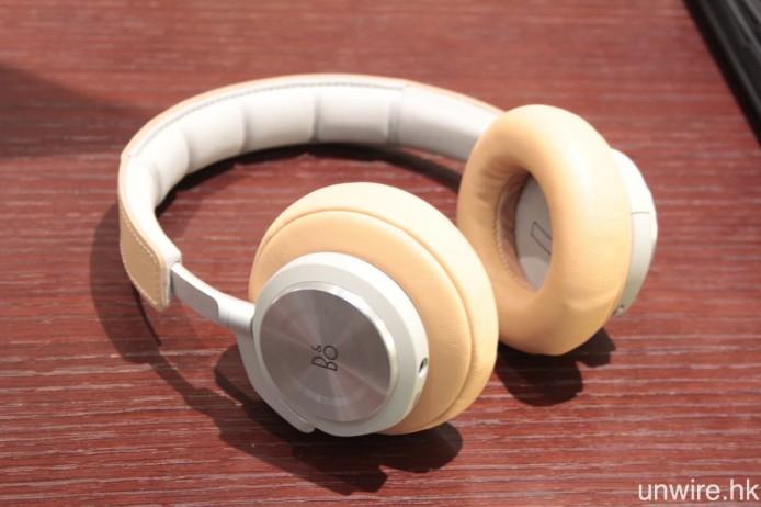 同場發布還有全新主動消噪入耳式耳機 BeoPlay H3 ANC,以及支援輕觸操控的無線藍牙耳筒 BeoPlay H7。