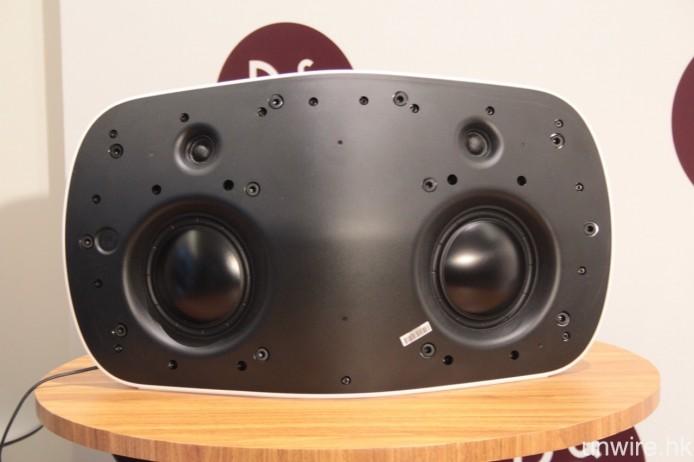 正面左右各設一個 5.5 吋低音單元及一個 3/4 吋高音單元。