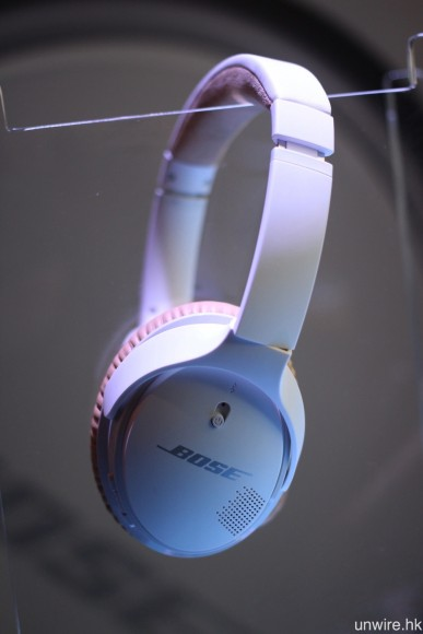 Bose SoundLink Around Ear Wireless II 設有黑、白兩種顏色選擇。