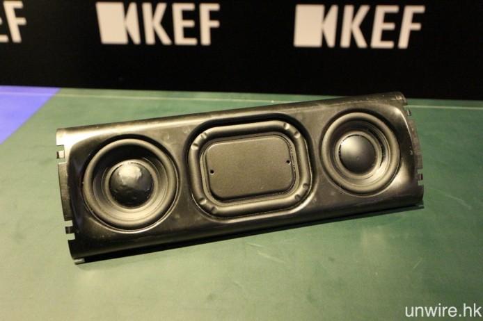 採用一對兩吋全頻迷你型 Uni-Q 同軸共點單元,右邊偏向負責輸出高音,而左邊則負責低音,中間配備一個輔助式被動低音輻射器,用意加強低頻表現。