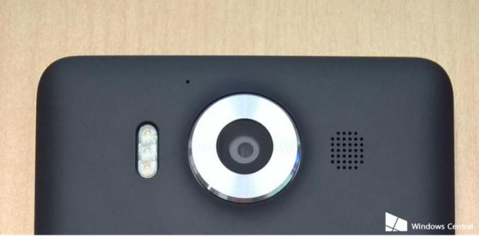 之前傳聞只表示只有 950XL 有三色補光燈,但如果相片中嘅真係 950,就代表呢部機都有相同設置了。