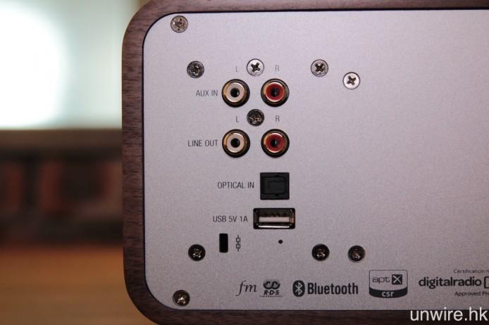 機背還設有光纖、USB、RCA Audio 等輸入端子。