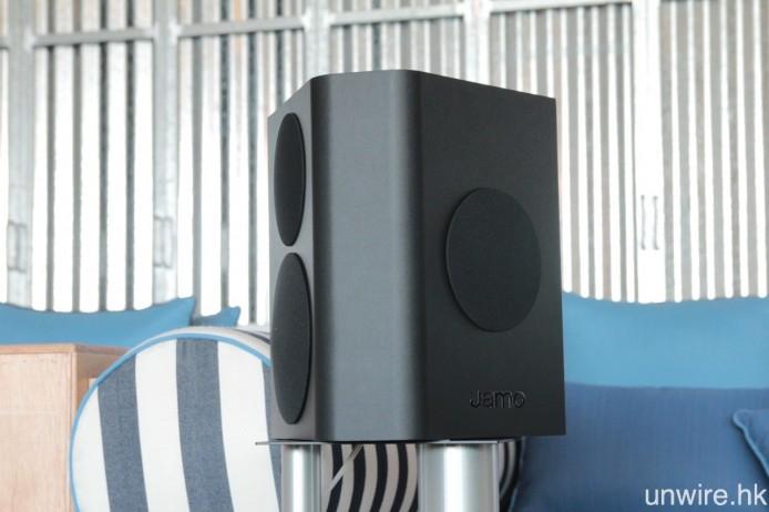 一對後置喇叭則是 C 9 SUR,營造出的環繞聲空間感及聲音移動效果均十分不俗。